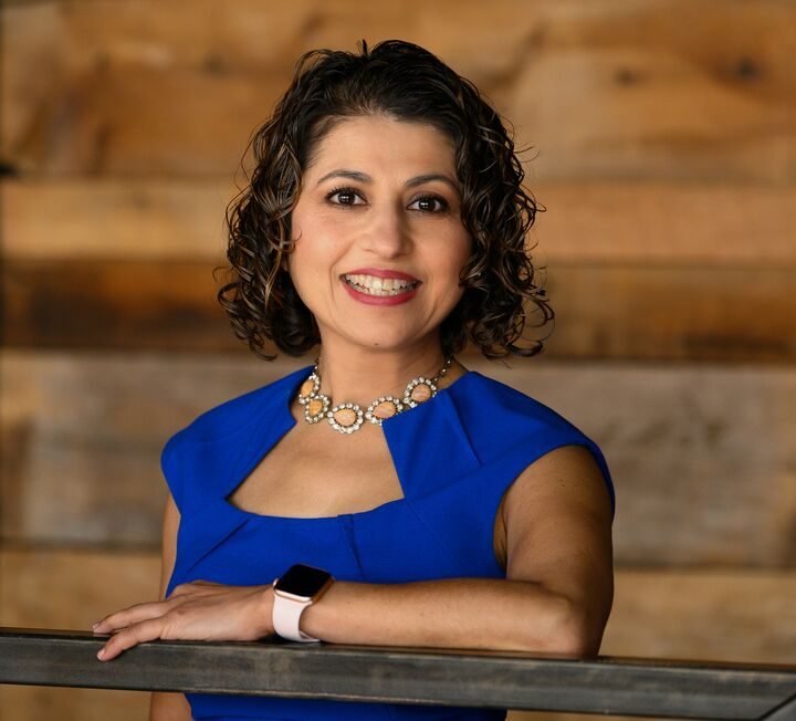 Gita Kapur, Real Estate Broker in Carmel, BHHS Indiana Realty