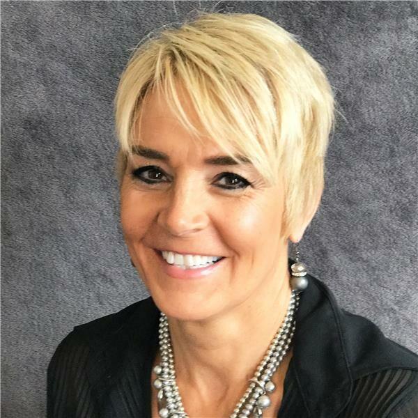 Kim Woolard, Sales Associate in Lebanon, BHHS Indiana Realty