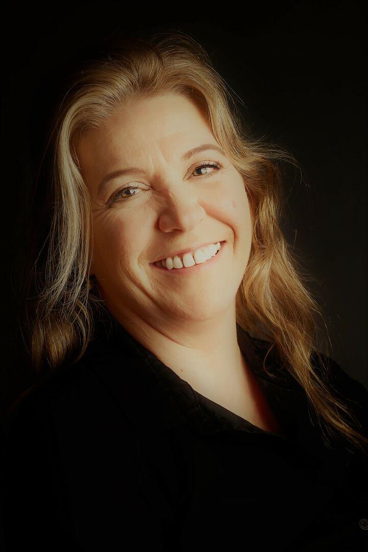 Amber Neal, Broker | REALTOR® in Peoria, Jim Maloof Realtor