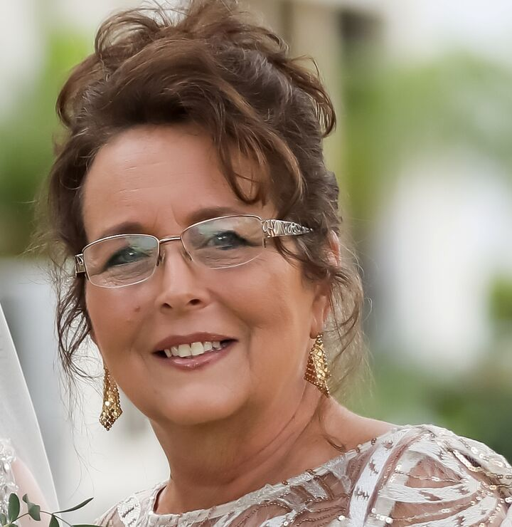 Debra Fuxan,  in Lutz, Dennis Realty & Investment Corp.