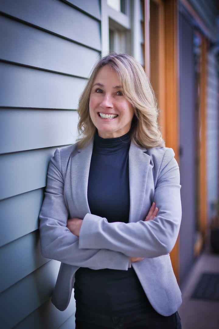 Lori Bennett, BROKER, Licensed in Oregon in Portland, Windermere
