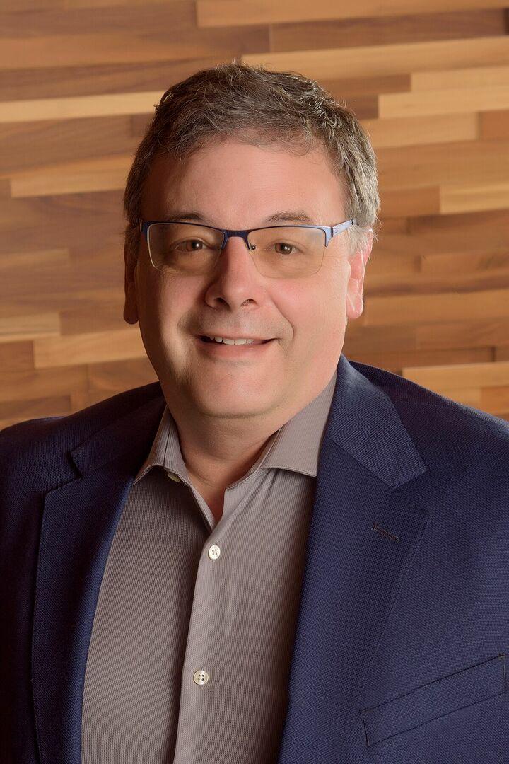 Darren Costa,  in Bellevue, Windermere
